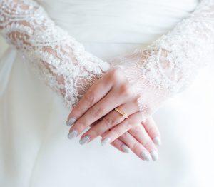 結婚式前の花嫁必見!ブライダルネイルやるなら自爪?ネイルチップ ?