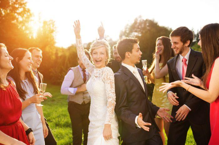 ゲストも一緒に華やかに盛り上がりたいなら、ゲスト参加型の結婚式