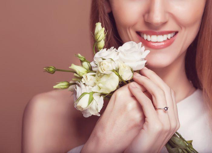 結婚式までに歯並びを整えたい!ブライダル矯正とは?