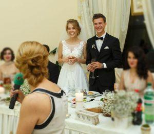 結婚式の友人代表スピーチ!頼む人やマナー、依頼時期を解説