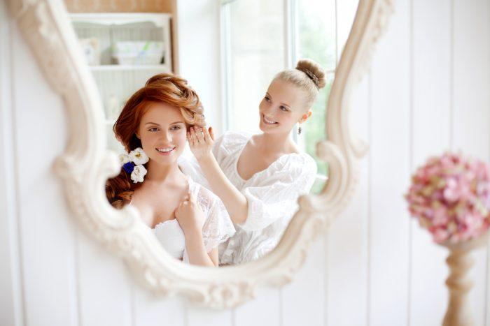 鏡に映る花嫁