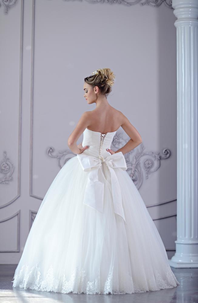 プリンセスラインドレスを着た花嫁