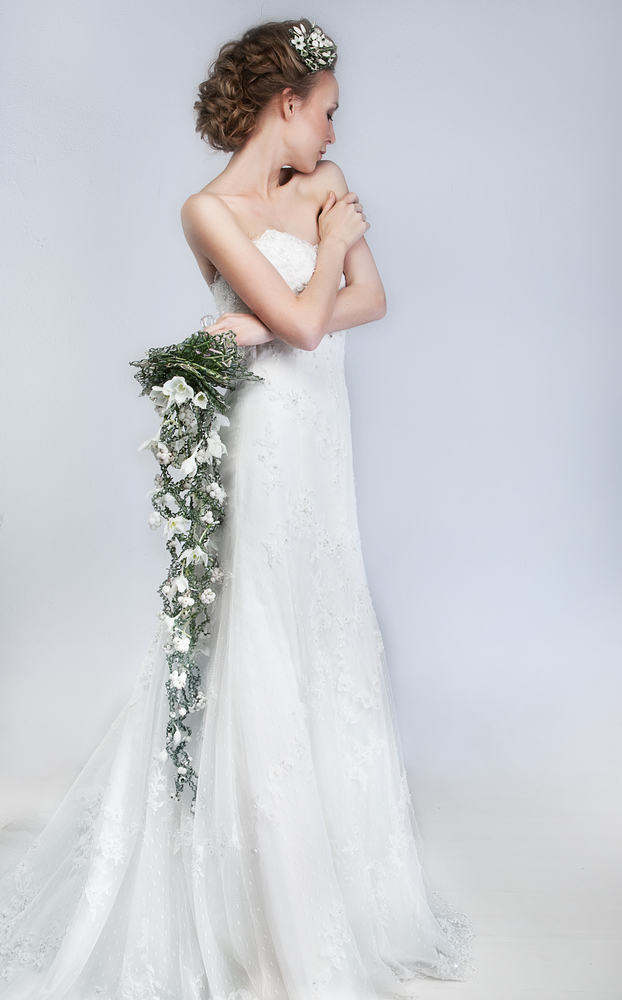 エンパイアラインドレスを着た花嫁