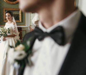 タキシードだけじゃない!新郎の結婚式衣装を種類別にご紹介!