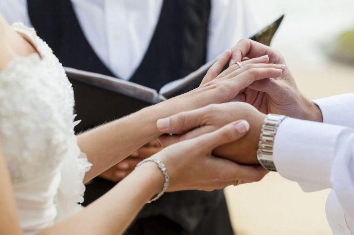 新郎新婦様の結婚を承認するアッシャー