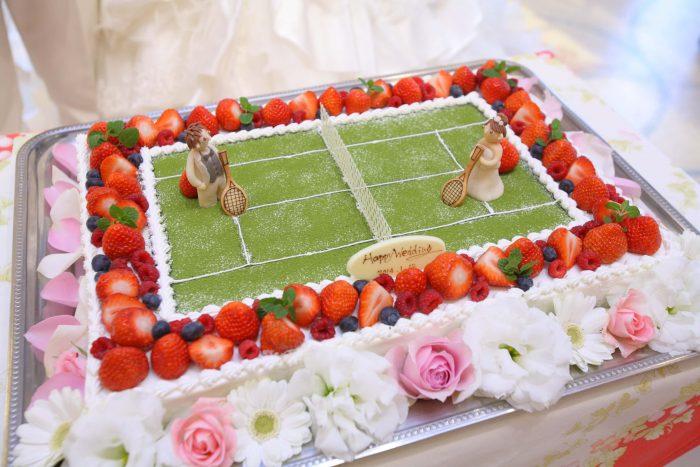 テニスコートに見立てたウエディングケーキ