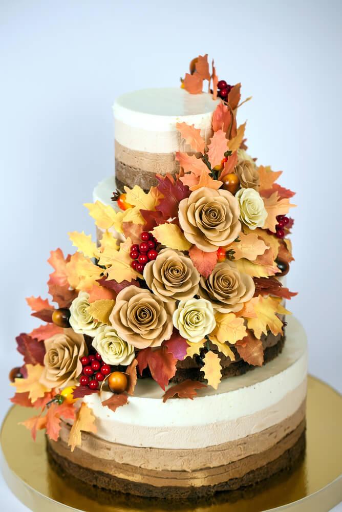 秋満載のウエディングケーキ