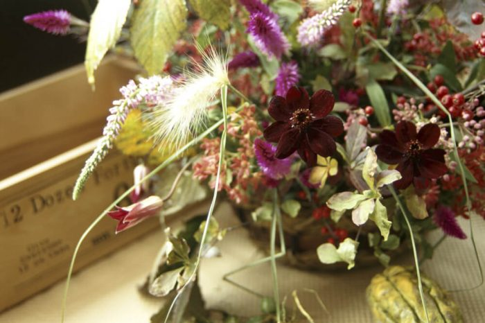 チョコレートコスモスの装花