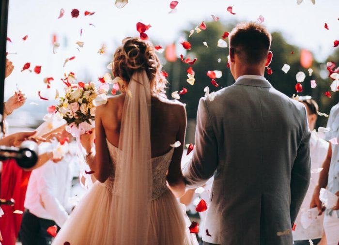 お二人らしい結婚式に!フラワーシャワーに代わる7つの演出方法